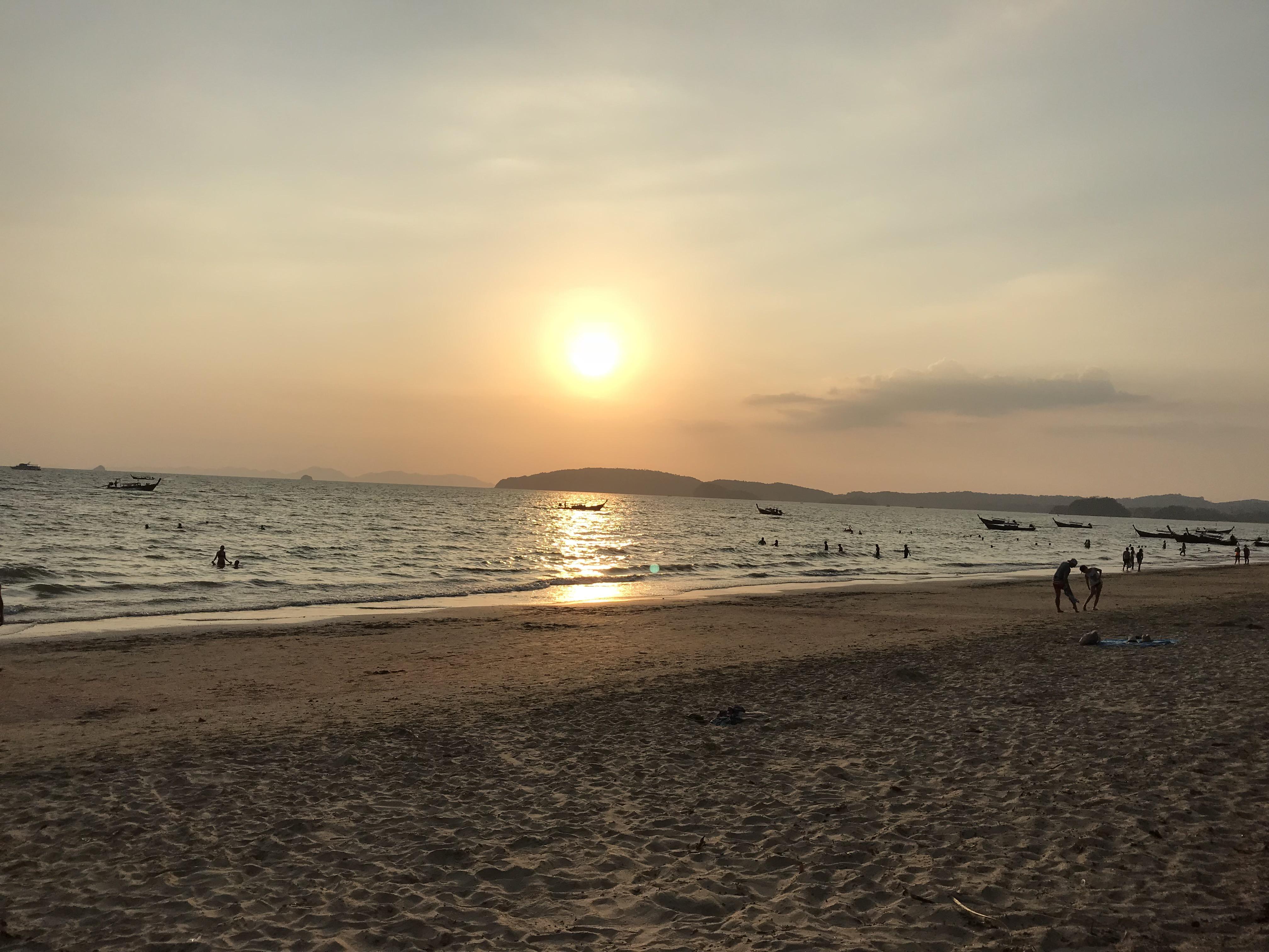 アオナンビーチ