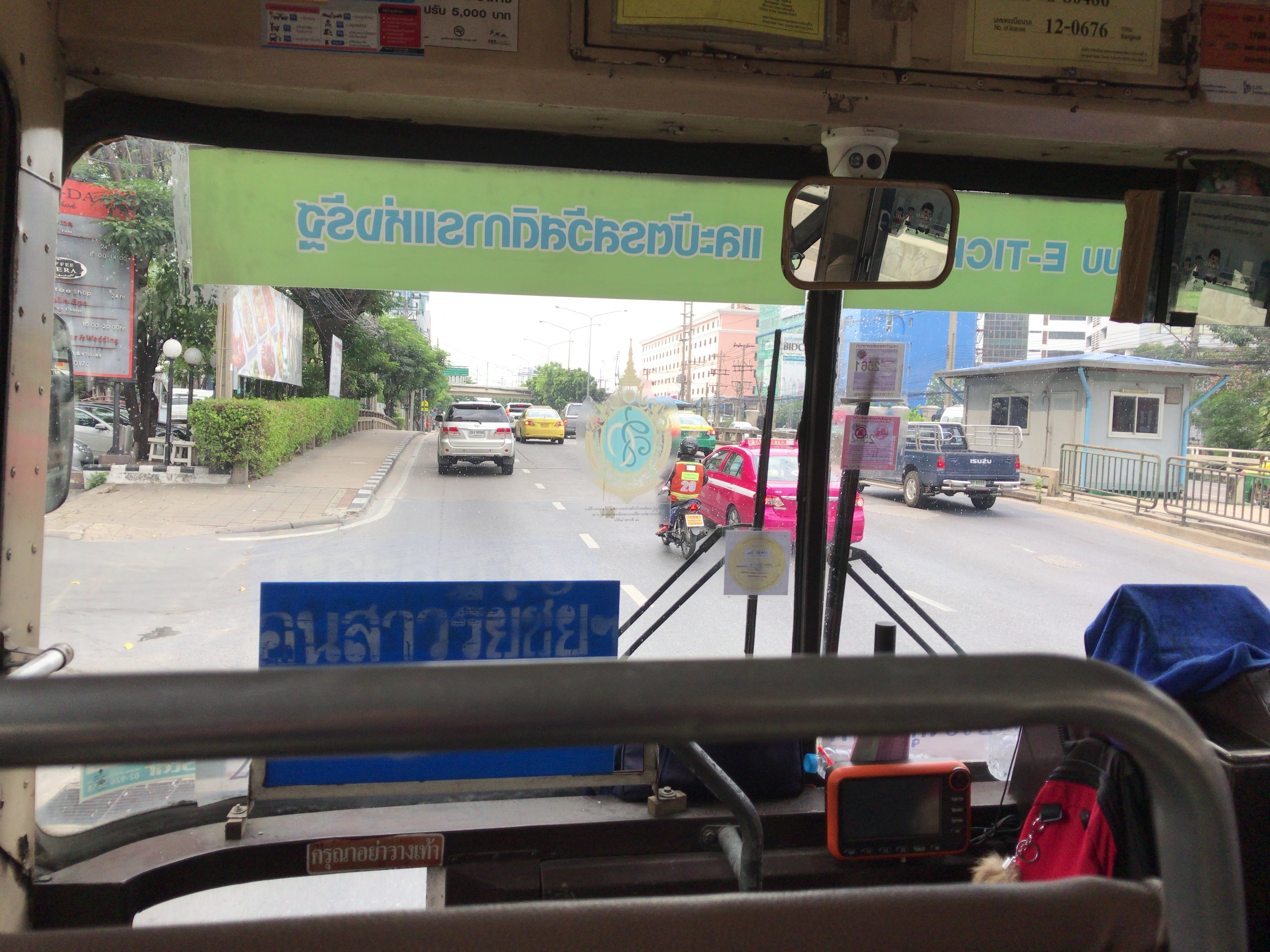 カンボジア大使館 バス