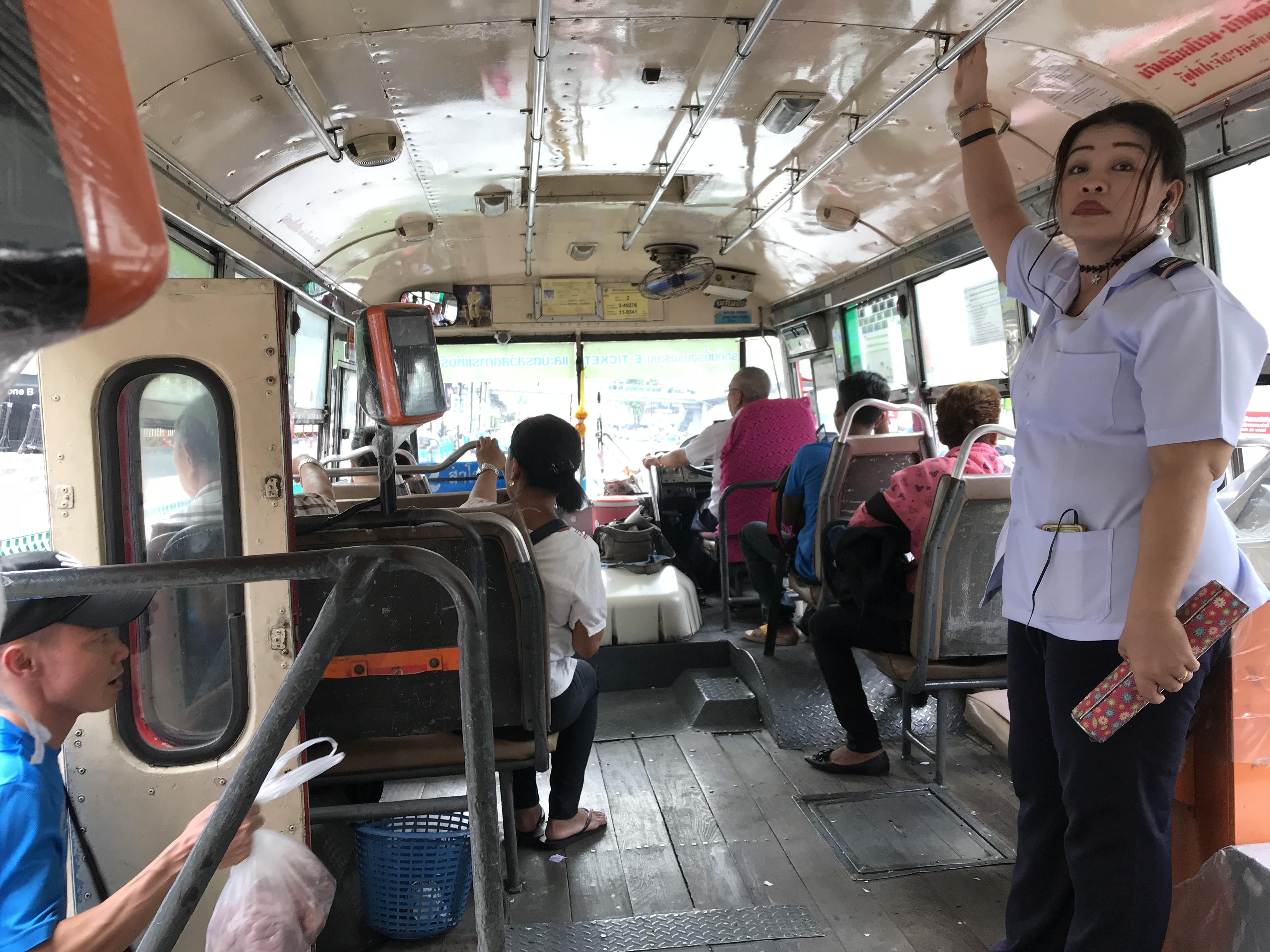 バンコク 2番バス