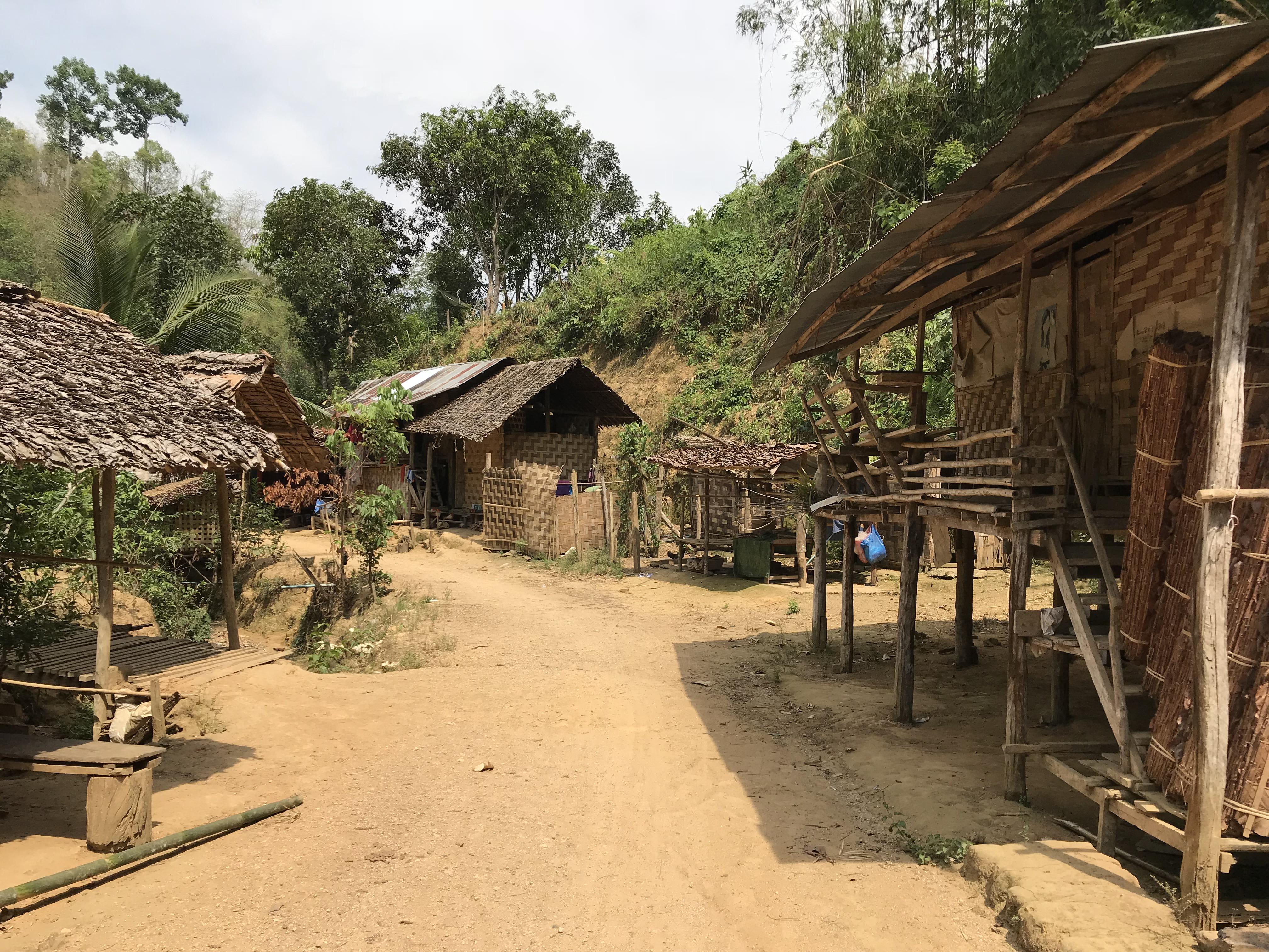 メーホーソン 首長族の村