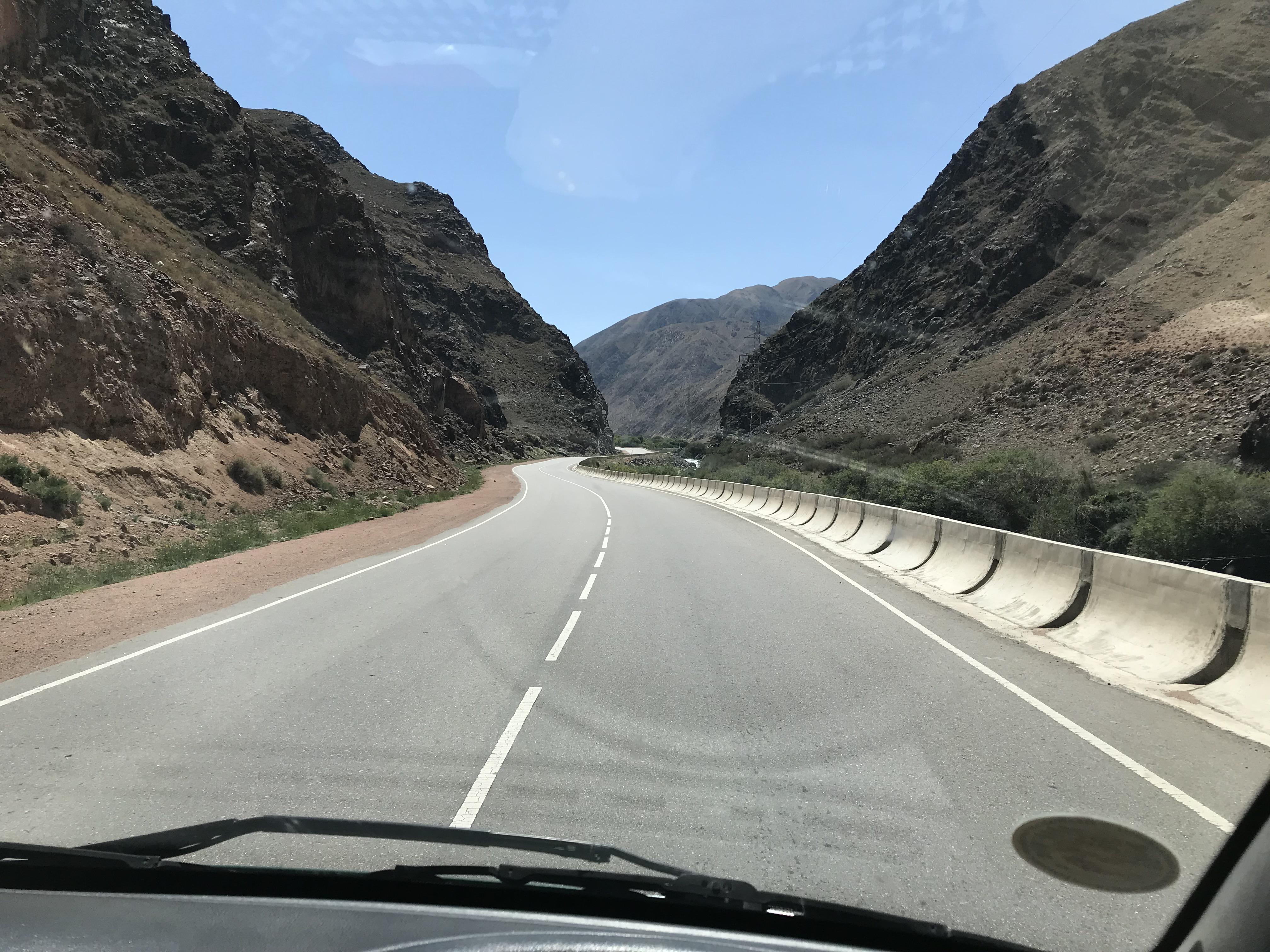 ソンクル湖への道