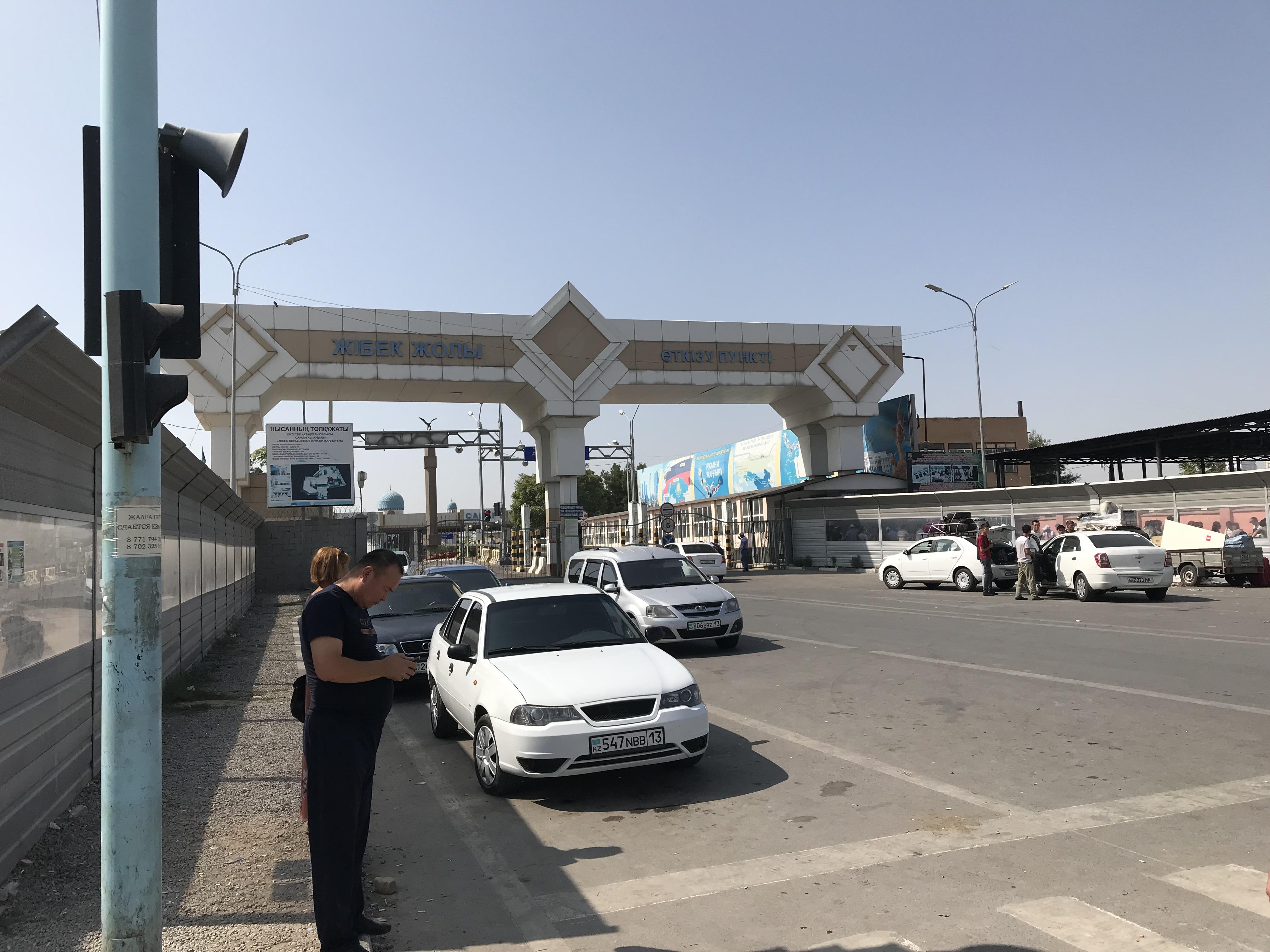 ウズベキスタン国境