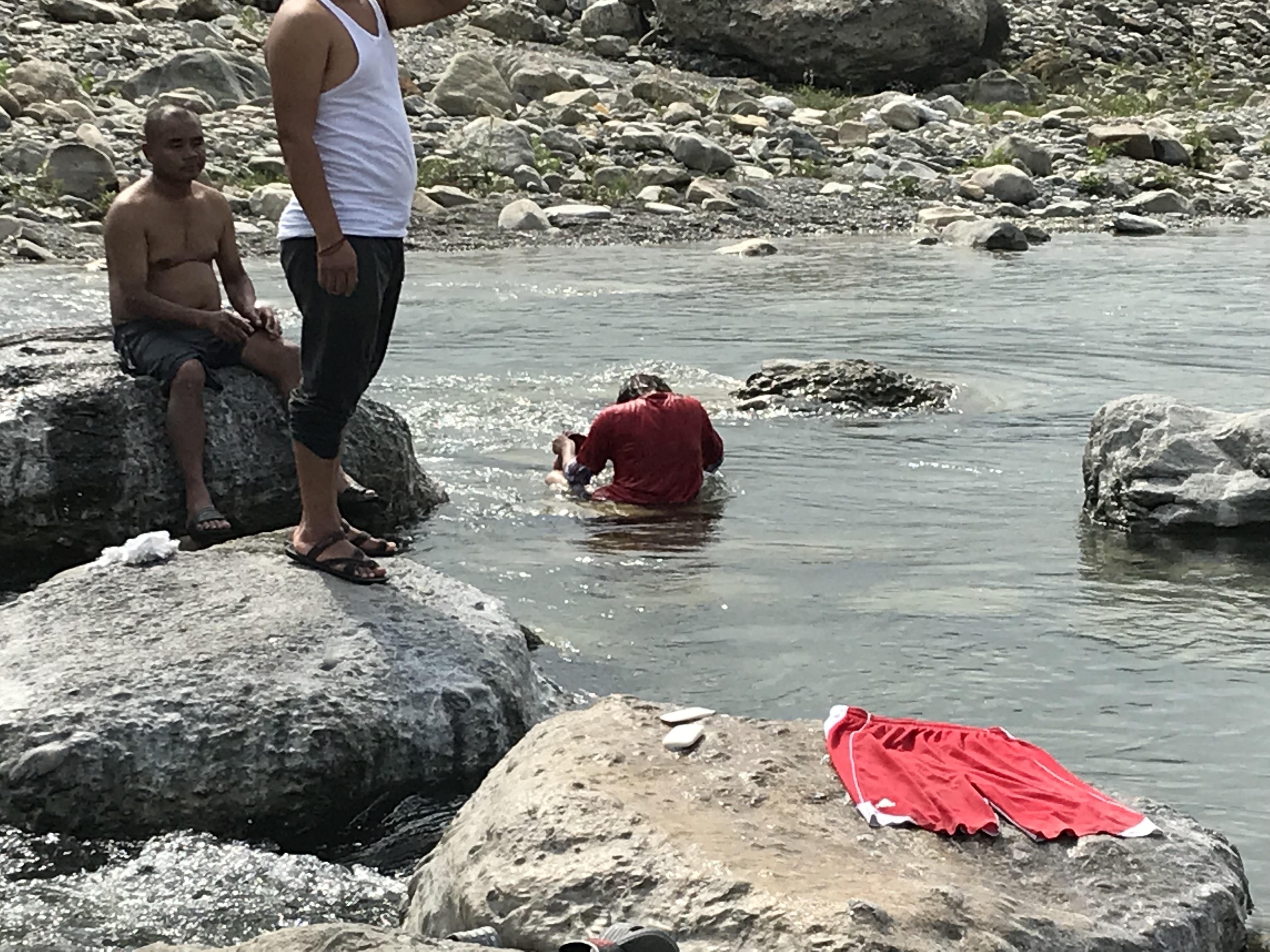 ネパール水浴び