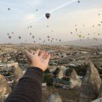 カッパドキアで丘から気球を眺めよう
