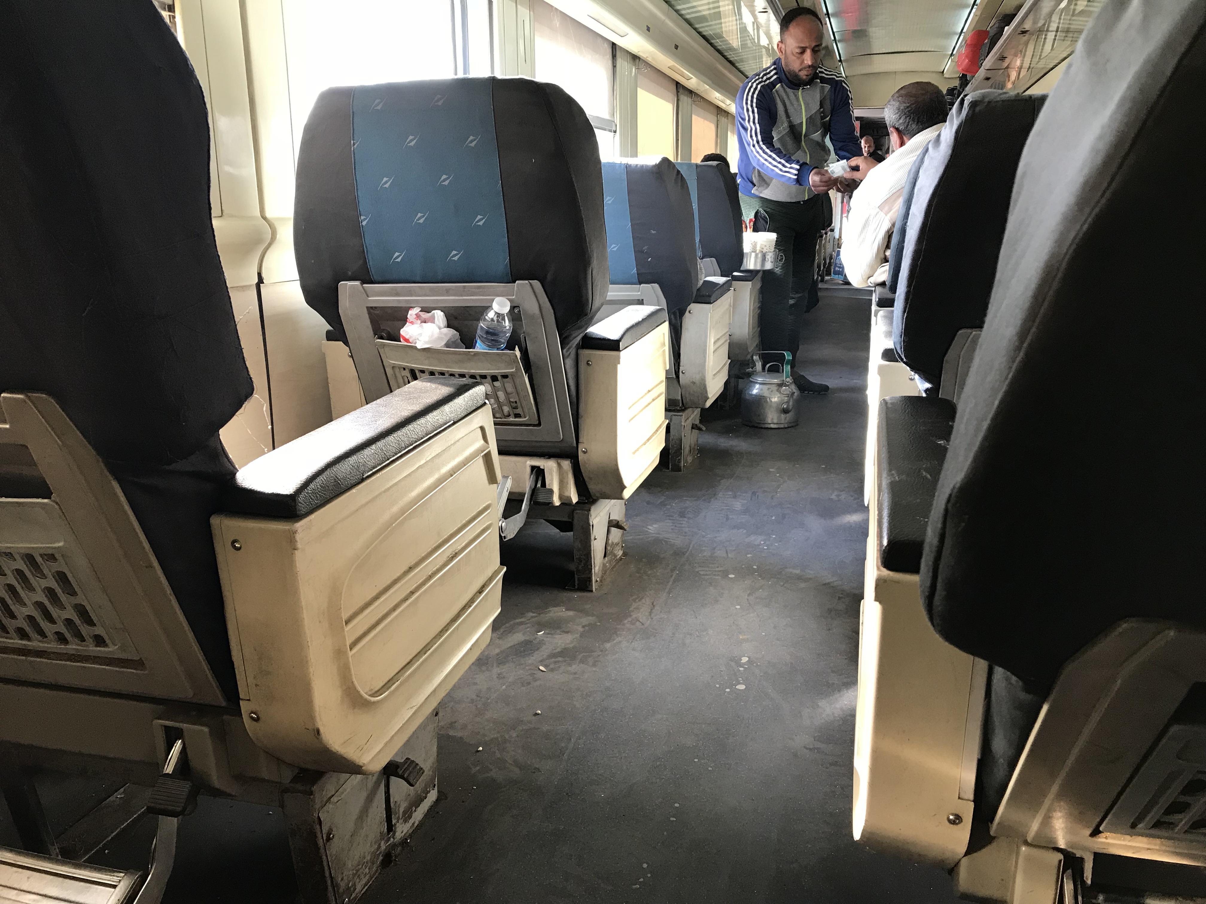 ルクソールからアスワン電車