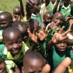 ウガンダの赤道で突然の学校訪問