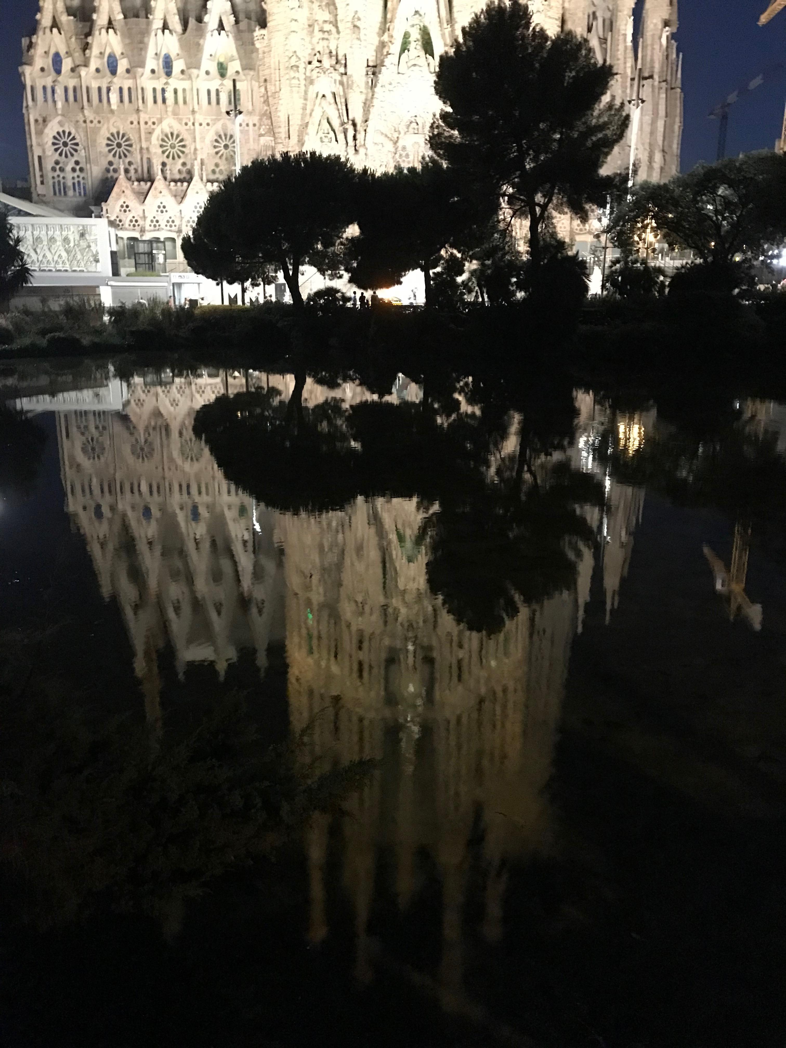 夜のサグラダファミリア