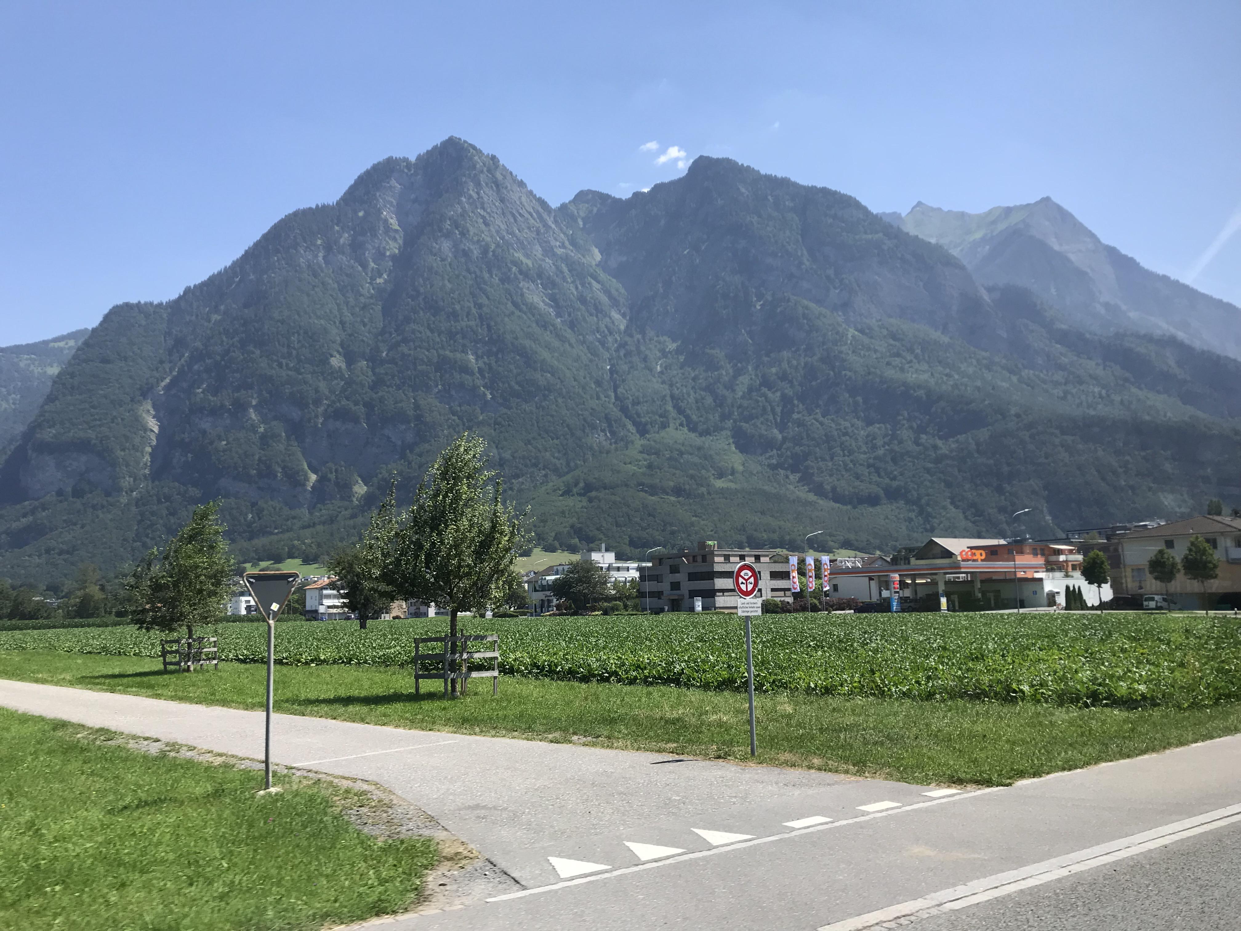 スイスからリヒテンシュタイン移動