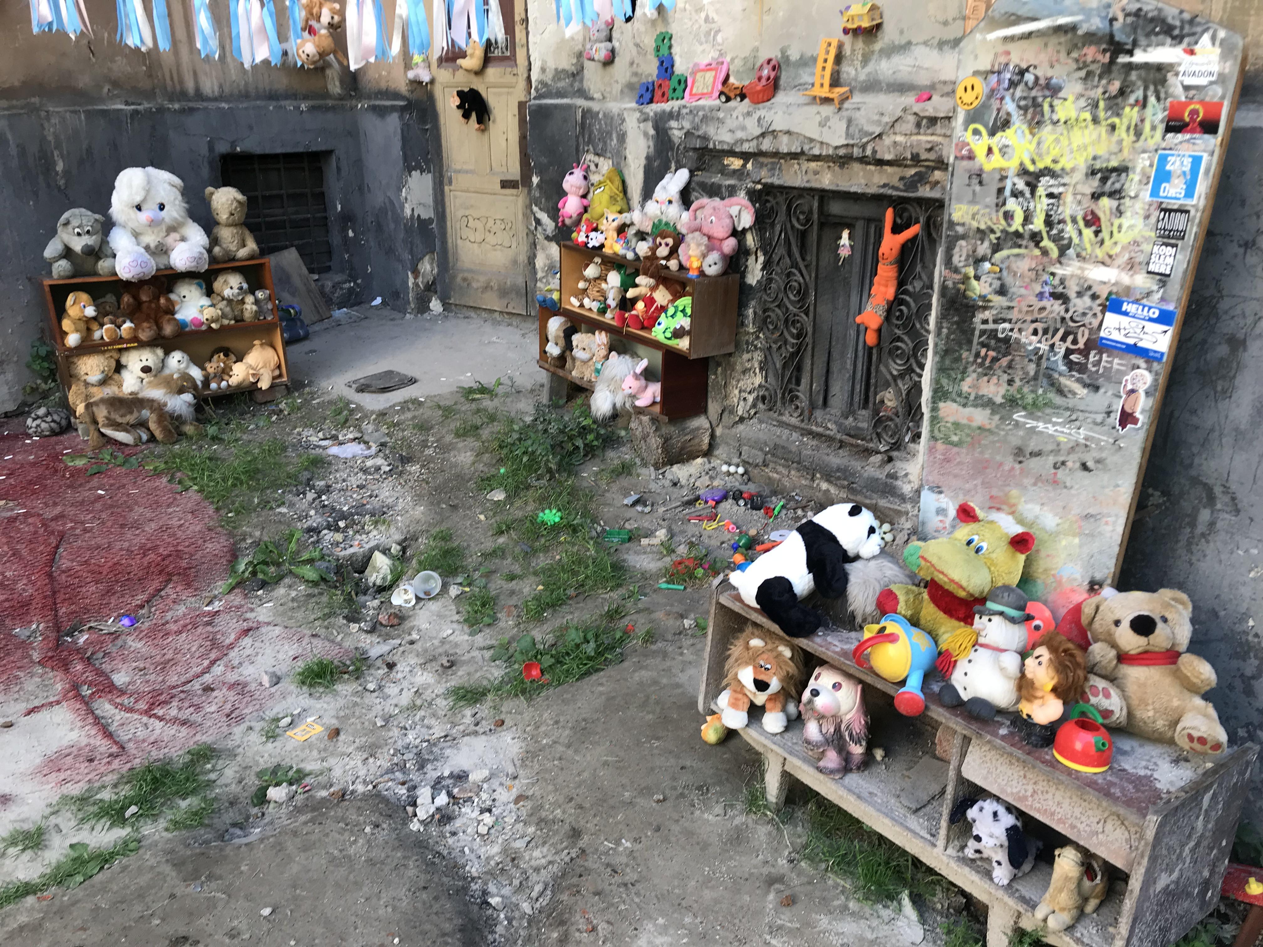 迷子のおもちゃ達の庭