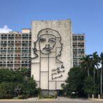 革命広場のチェ・ゲバラともう一人の人物