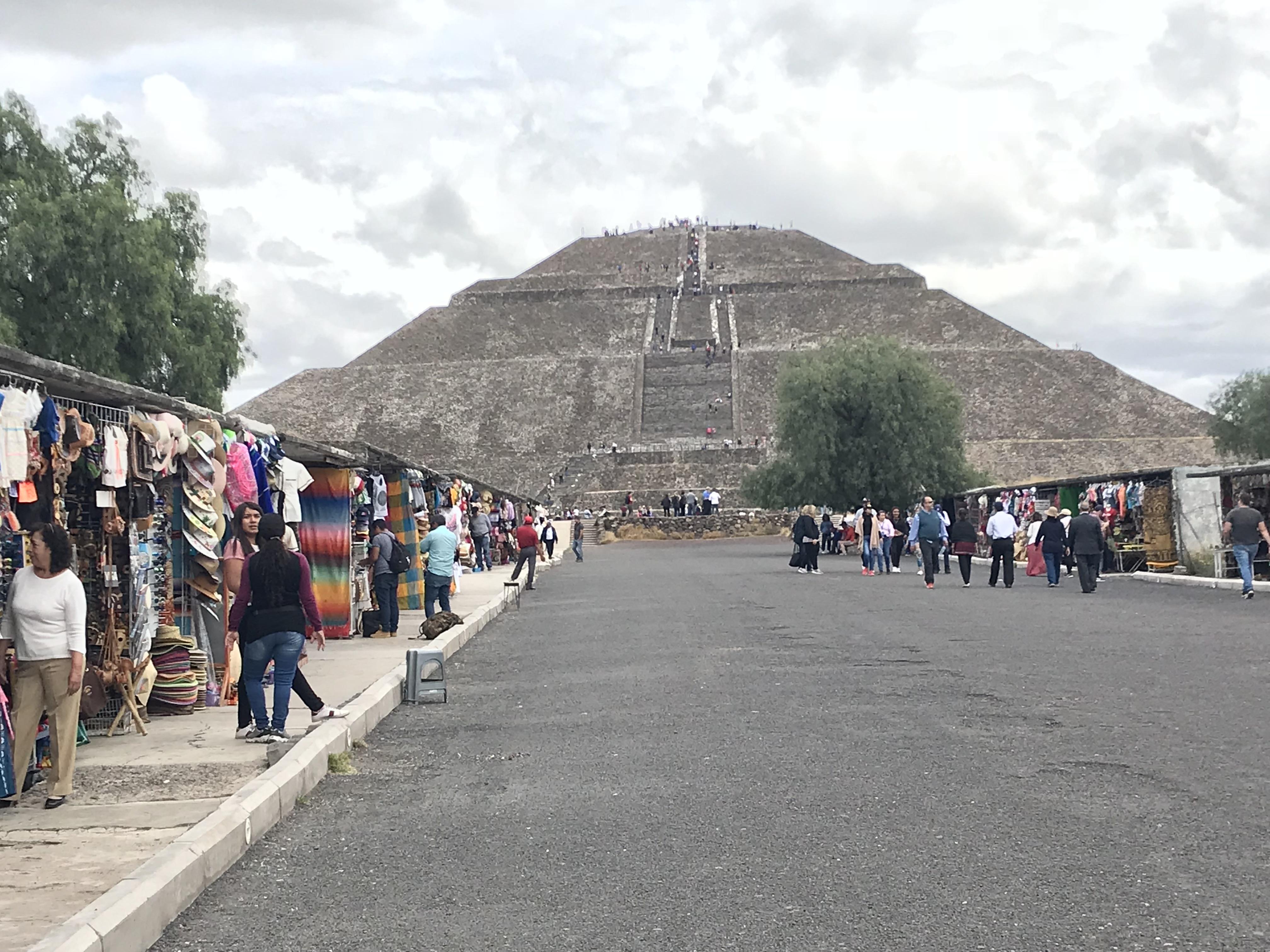 メキシコシティからティオティワカン