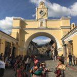グアテマラの世界遺産の町アンティグアの十字架の丘