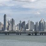 パナマからコロンビアに飛行機を使わずに移動する方法
