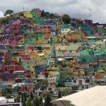パチューカのカラフルなスラム街に潜入